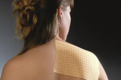 Наложение пластыря на кожу цельнолистовым методом