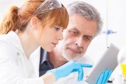 Контроль врача при лечении полиартрита
